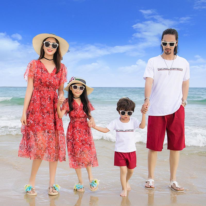 áo váy gia đình đi biển đỏ